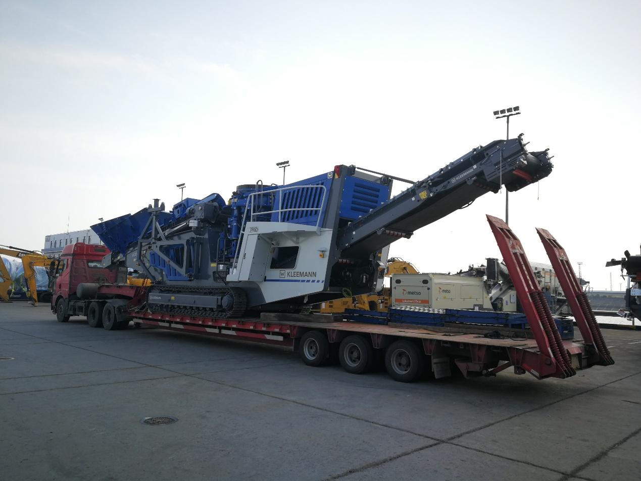 18米长83公分高3线6轴爬梯板,运输克磊镘MCO11 PRO移动式破碎机