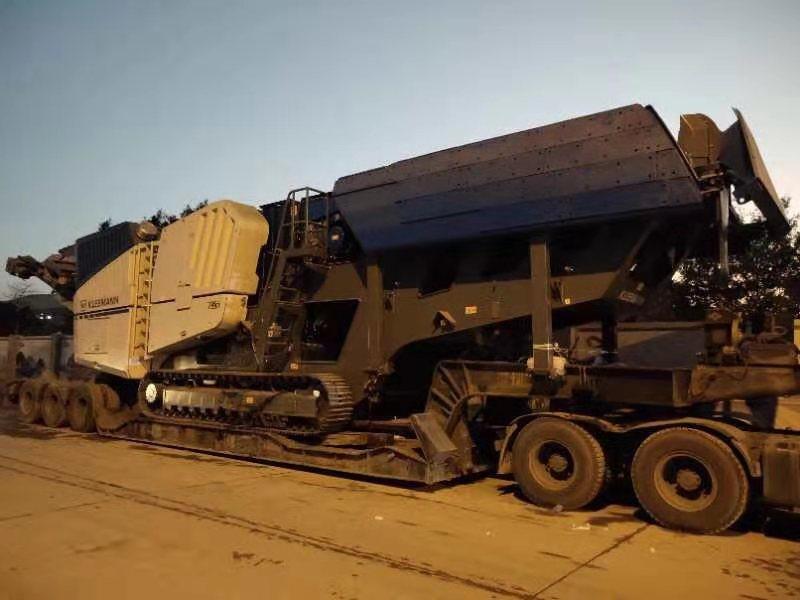 16米长60公分高前鹅颈脱卸式低平板,运输克磊镘MC120Z PRO移动式破碎机