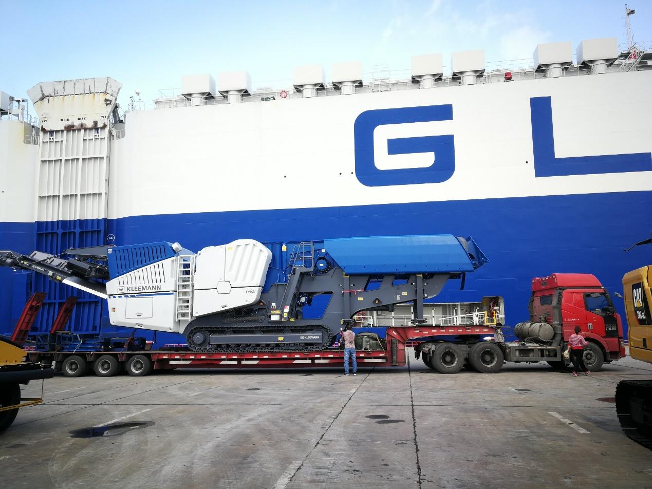 18米长80公分高3线6轴爬梯板,运输克磊镘MC120Z PRO移动式破碎机