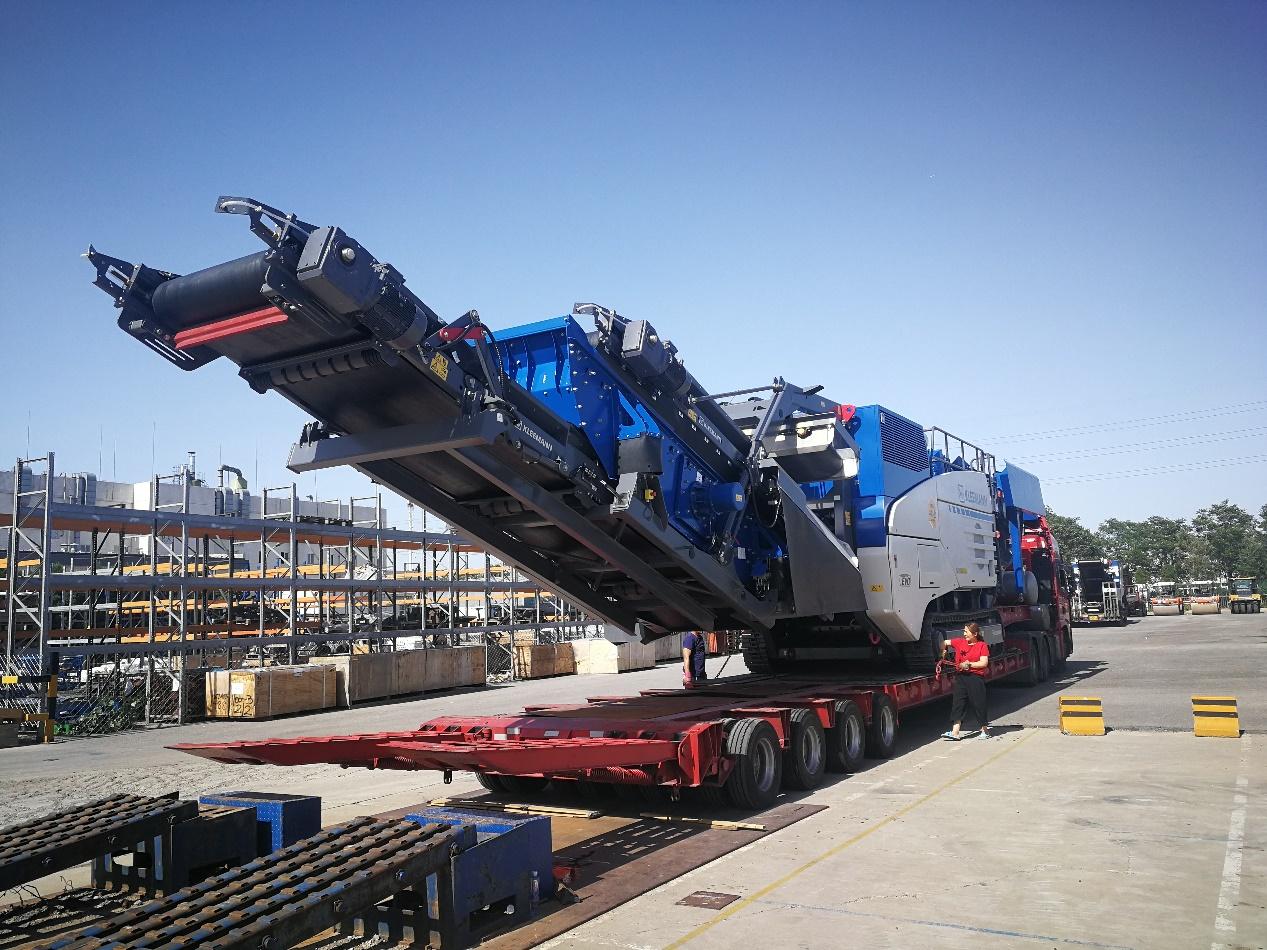 18米长83公分高4线8轴爬梯板,运输克磊镘MR130ZS移动式破碎机
