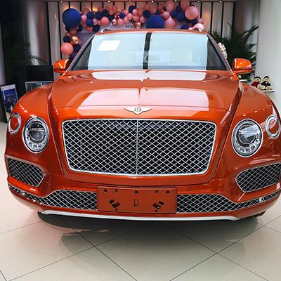 添越 20款 4.0T V8 原价380万  优惠88万 现价292万 火焰橙 木兰花白深李紫