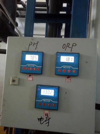 上海某化工厂安装常规PH计及防爆PH计