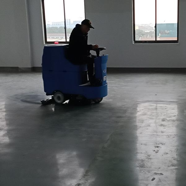 驾驶式洗地机.jpg