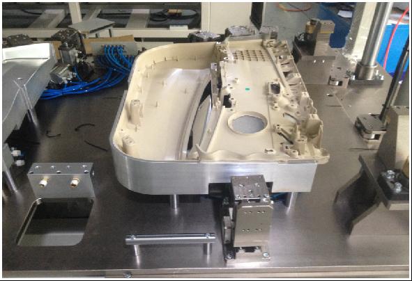 宝马F52门板主饰板自动包边&冲切设备,F52扶手喷胶设备