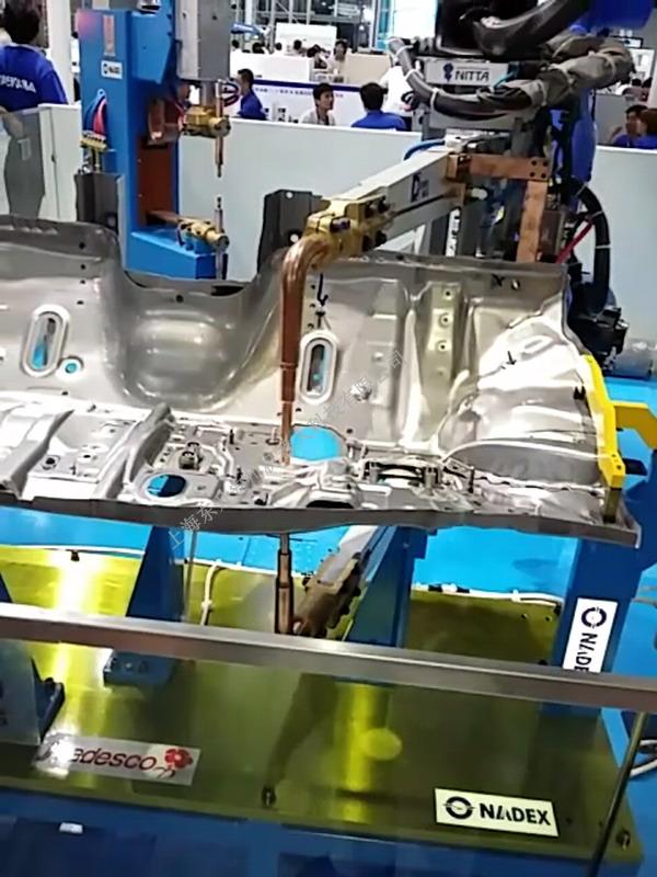 机器人点焊车架