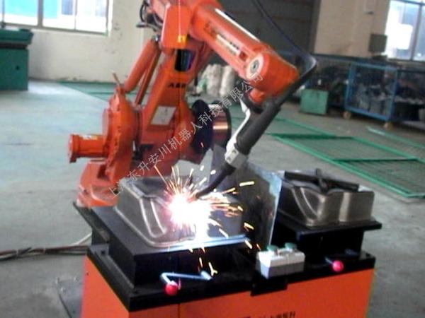 机器人焊接油箱