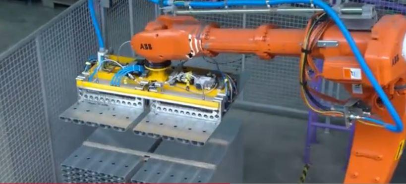 机器人搬运钢板材料