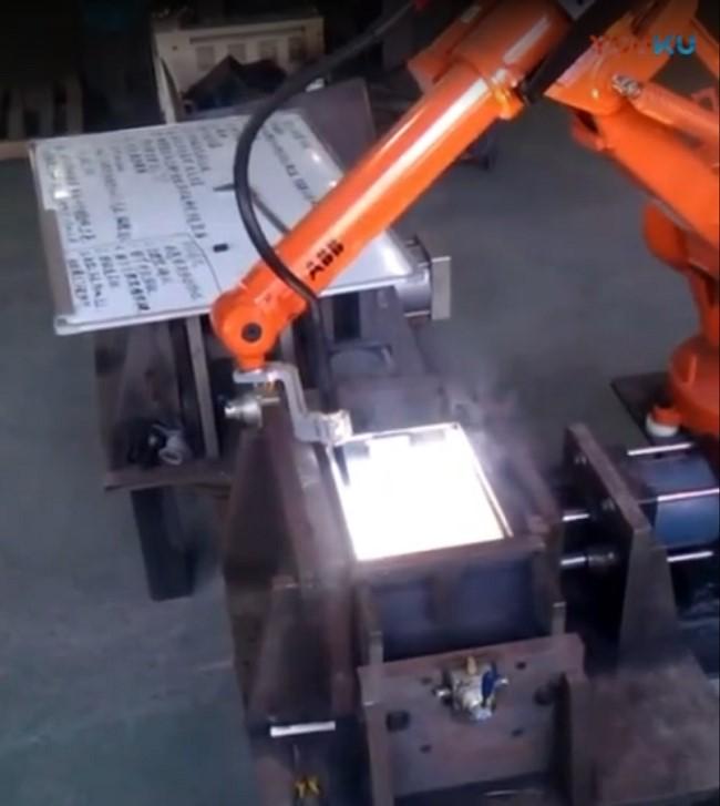机器人焊保险箱