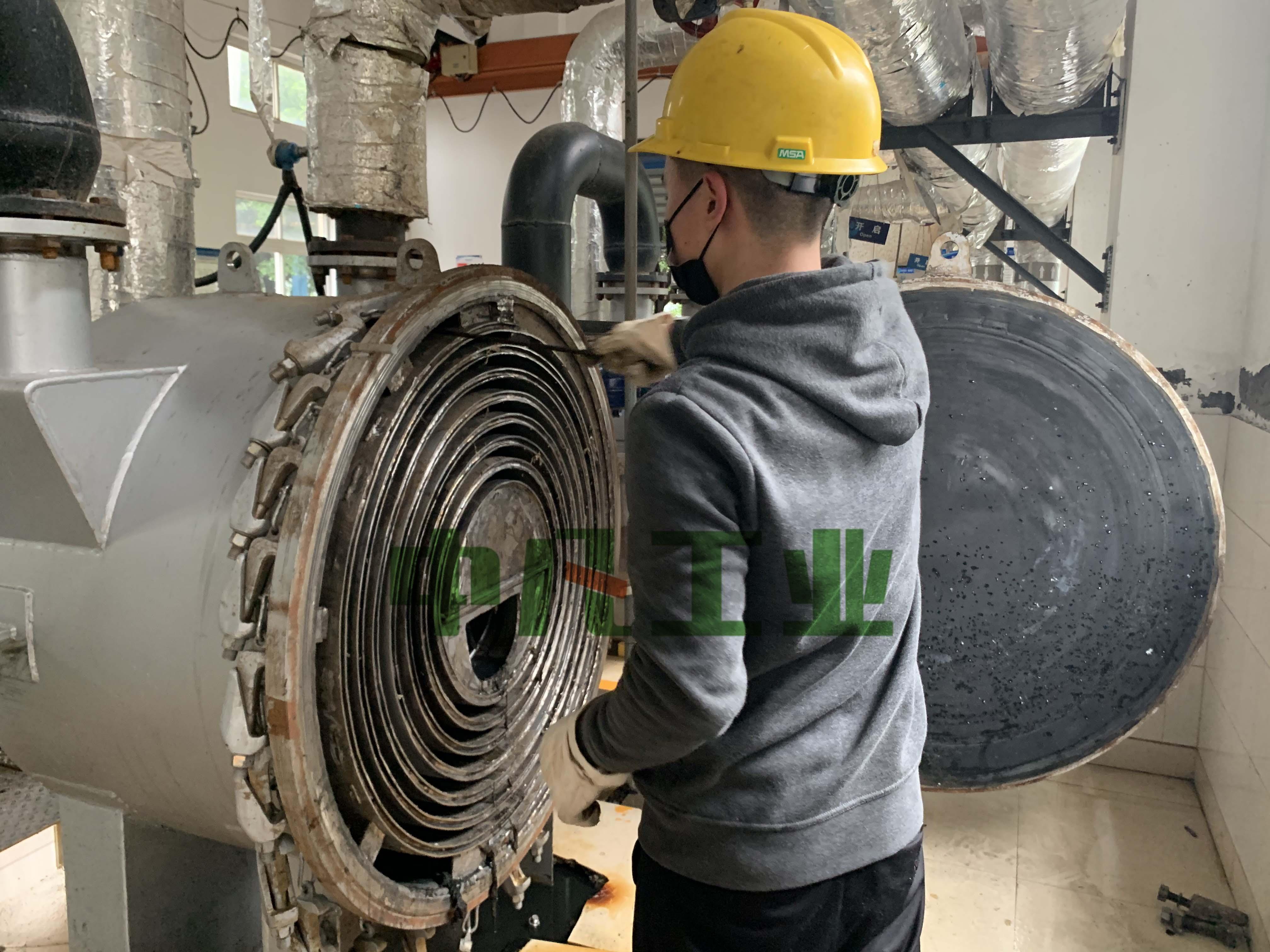 AG9工業:重慶中法水務螺旋板式換熱器現場改良作業