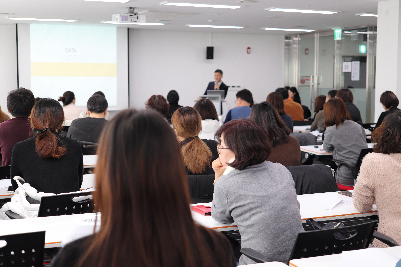 成人高考是国家承认的,成人高考文凭属于成人学历的一种,归为国民教育系列