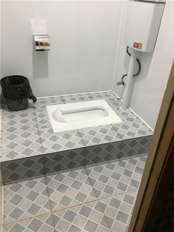 移动厕所内室