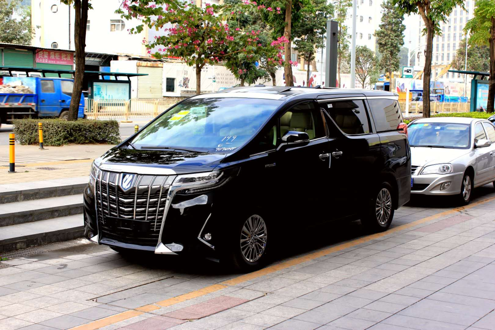 新款油电30系埃尔法租车