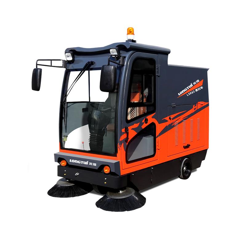 龙工LS883电动驾驶式扫地机