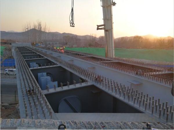 京沪高速带齿型预埋钢槽工程.jpg