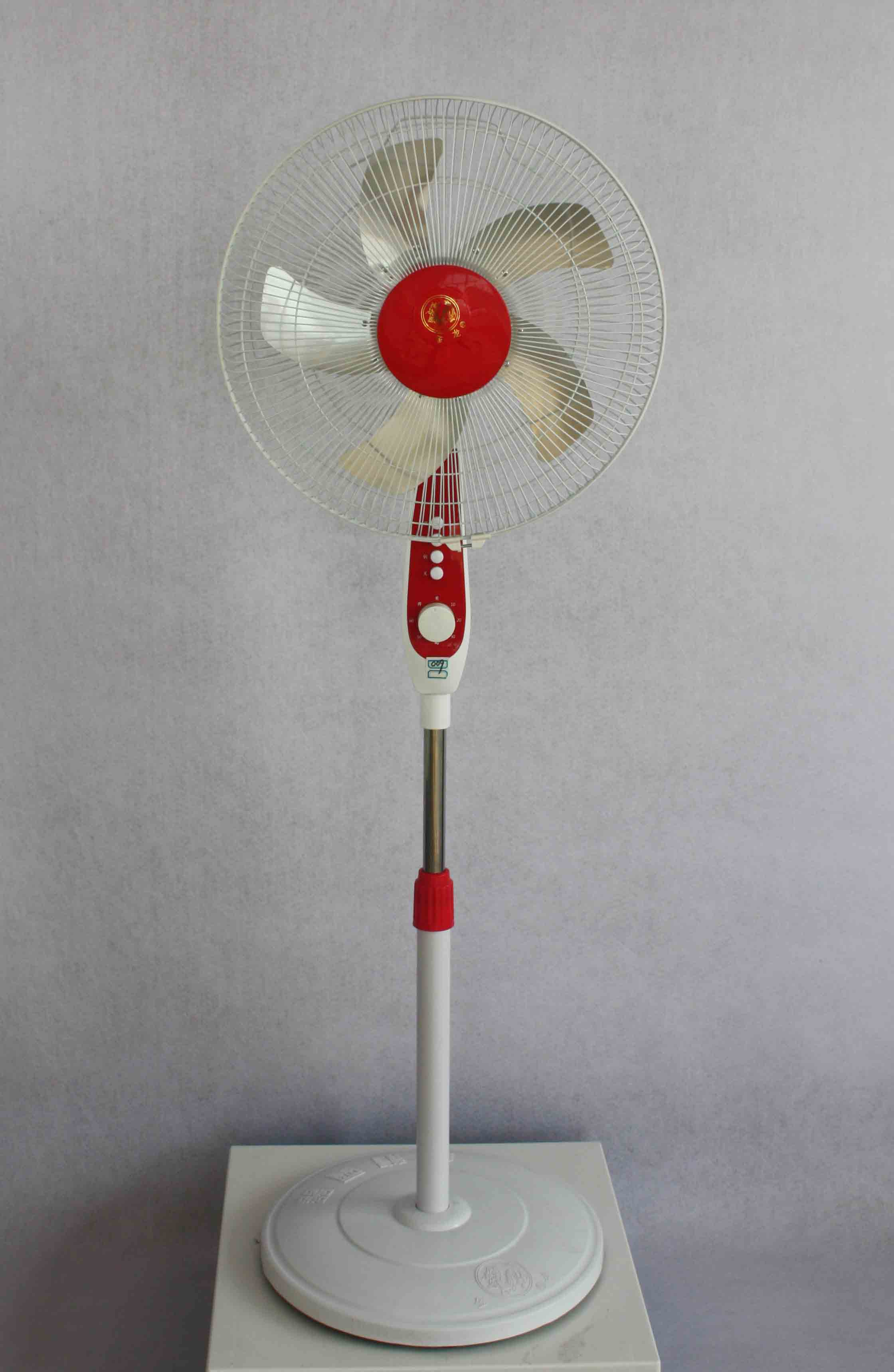 金龙电器厂家教您选购电暖器的方法