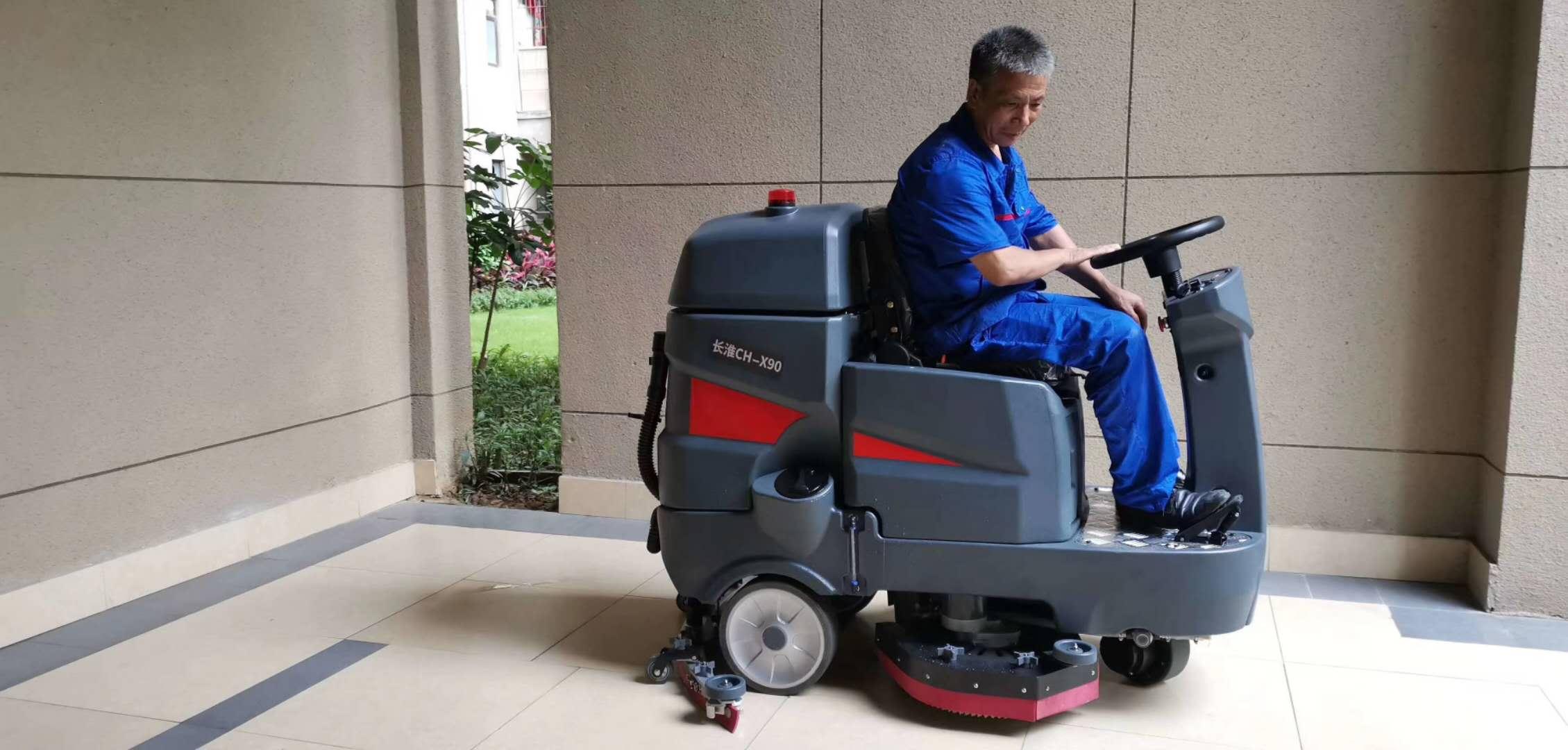 驾驶式电动洗地机