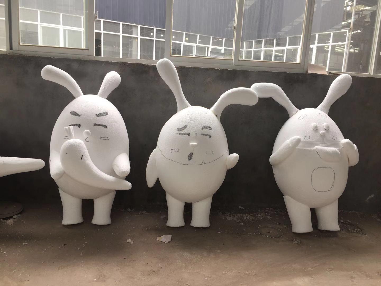 小白兔泡沫雕塑