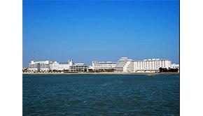 深圳安久和自动滑盖人脸锁在泉州崇武西沙湾假日酒店出露光芒
