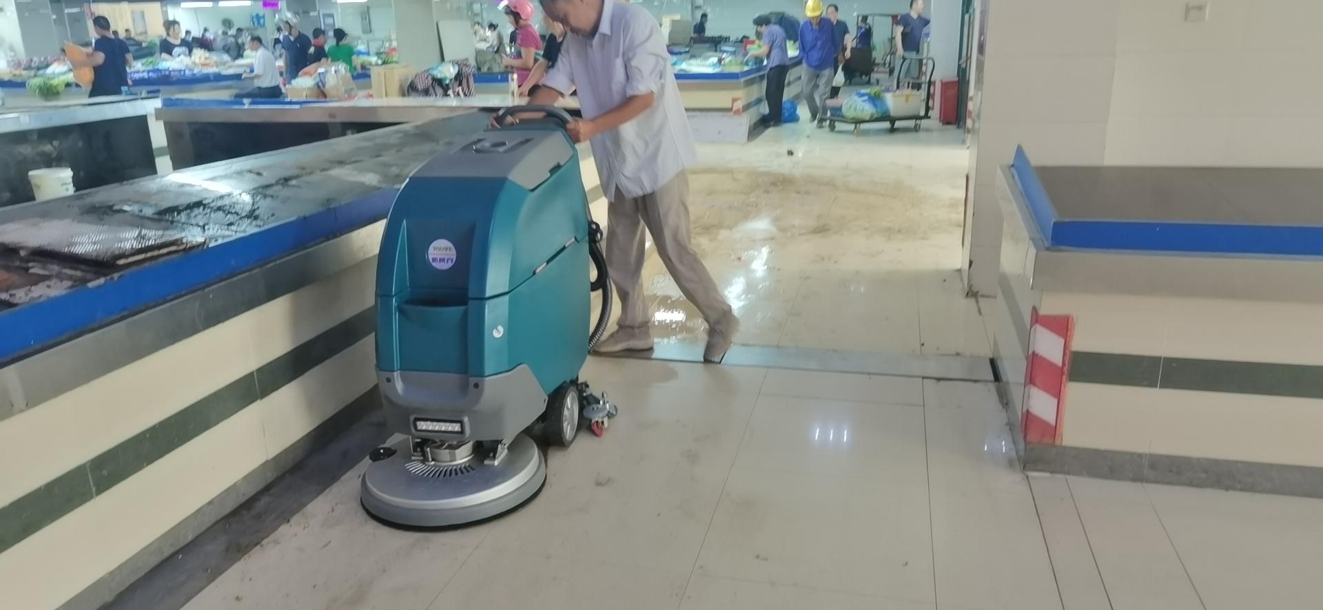 自动式洗地机