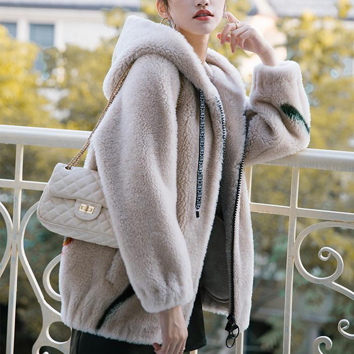 短裙式羊毛大衣