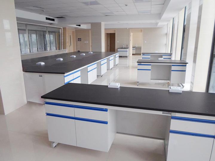 实验台的组成部分有哪些?