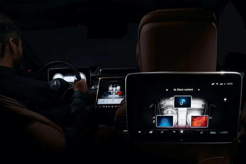 奥马租车公司预定全新奔驰S系10台,用全新的车型提供商务租车服务于客户