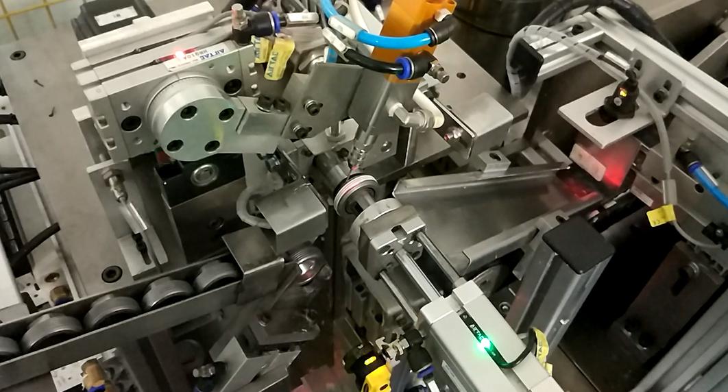 汽车发动机堵盖全自动螺纹涂胶设备