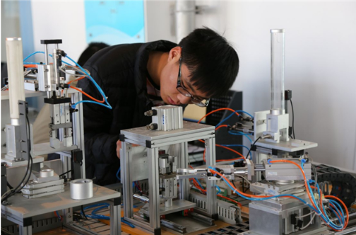 小型自動化機械設備使用直線導軌.png