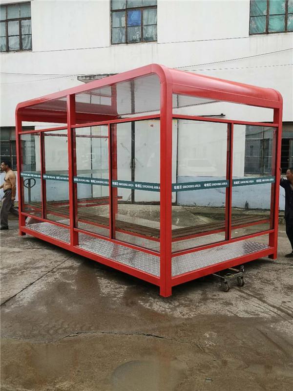 吸烟岗亭的材料应选钢结构玻璃材质