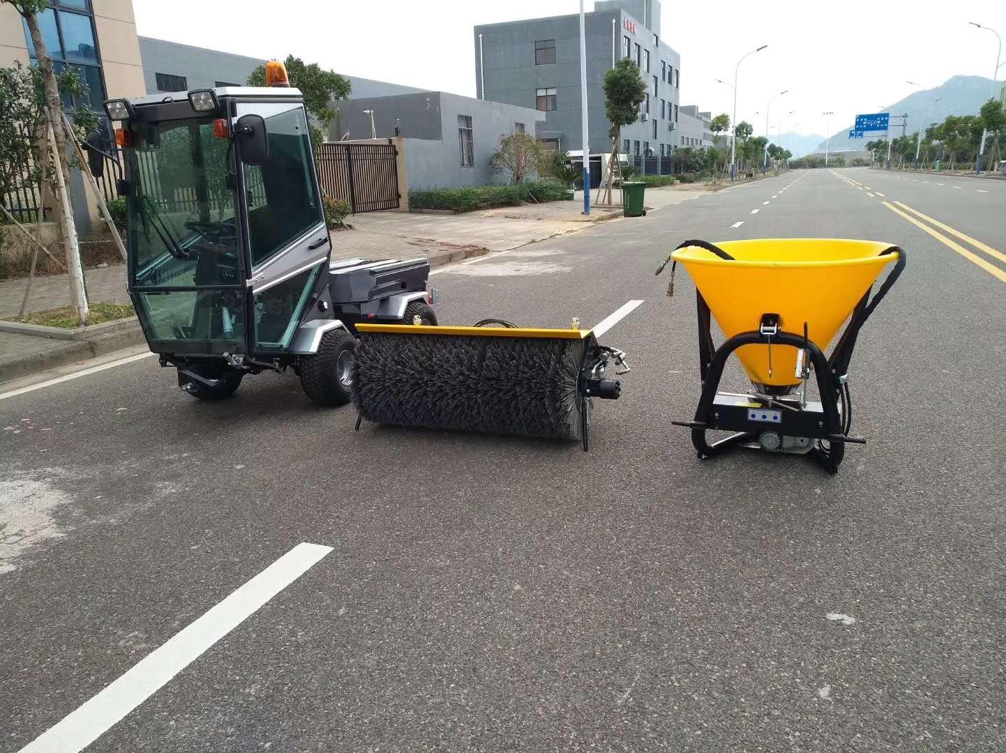 想要租赁电动驾驶式扫地机时,我们该注意哪些事项?
