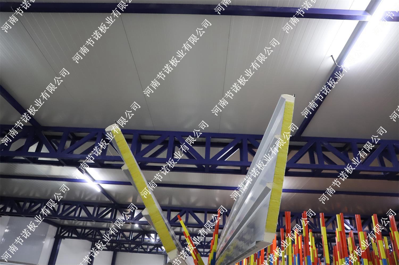 A级60mm厚聚氨酯封边玻璃丝绵屋面板