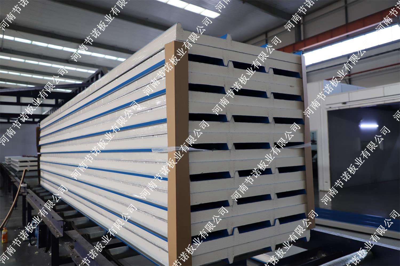 B1级60mm厚聚氨酯屋面板