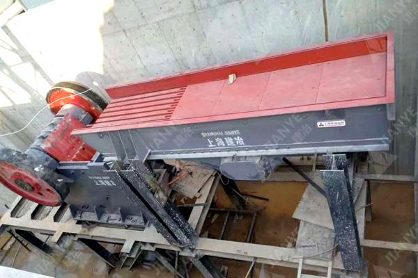 湖南用户的花岗岩制沙生产线装机中2.jpg