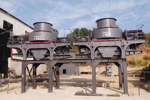 湖南用户的花岗岩制沙生产线装机中3.jpg