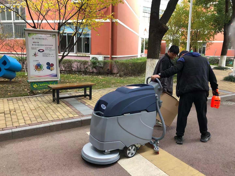 手推式洗地机在低温环境下的使用注意事项