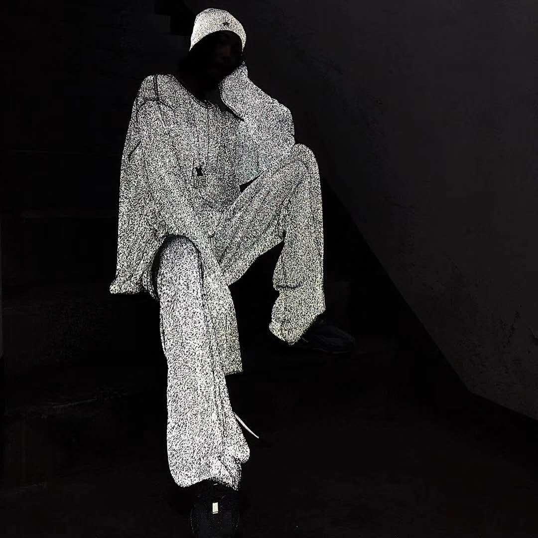 当反光针织梭织面料邂逅时尚