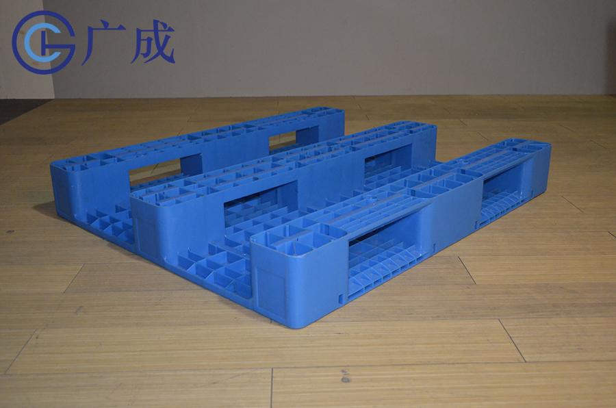 1210G平板川字塑料托盤反面45度角