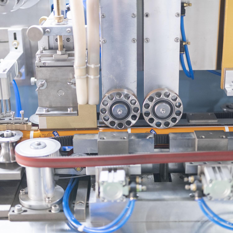B.GLS-III复合塑料软管制管机