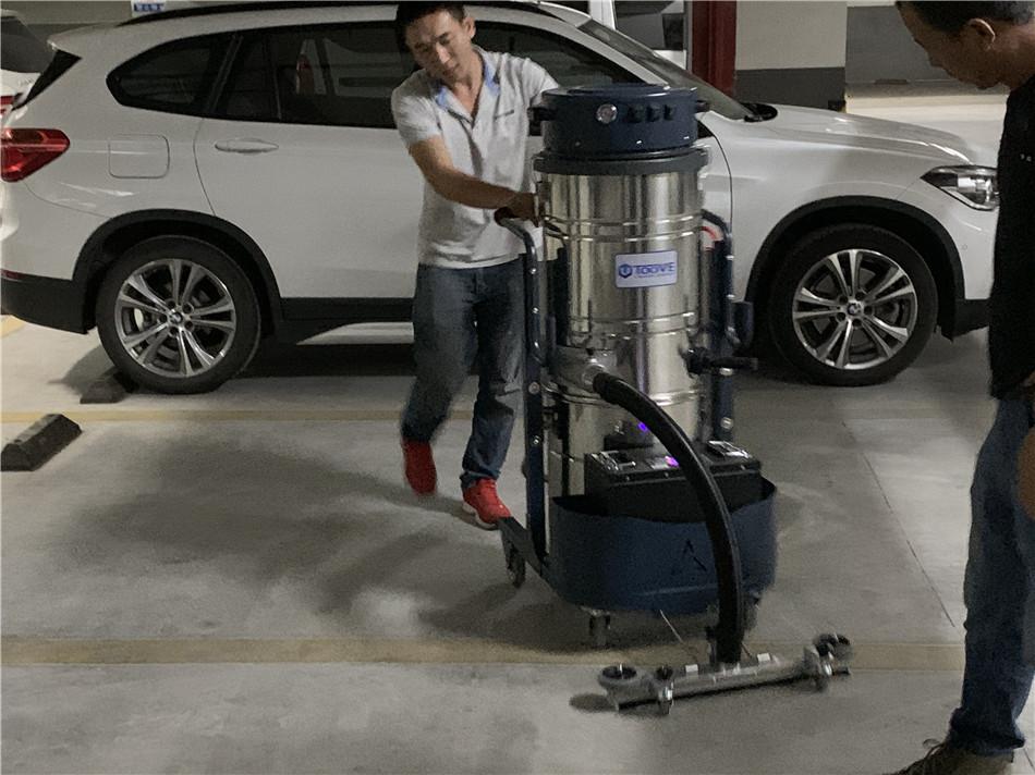 电瓶式工业吸尘器.jpg