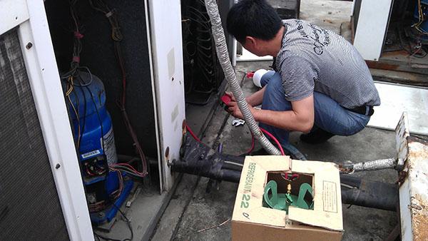 中央空调机组维修