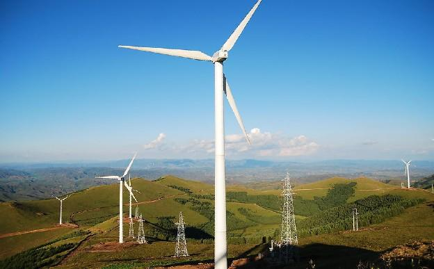 你知道风力发电转一圈能产生多少度电吗?