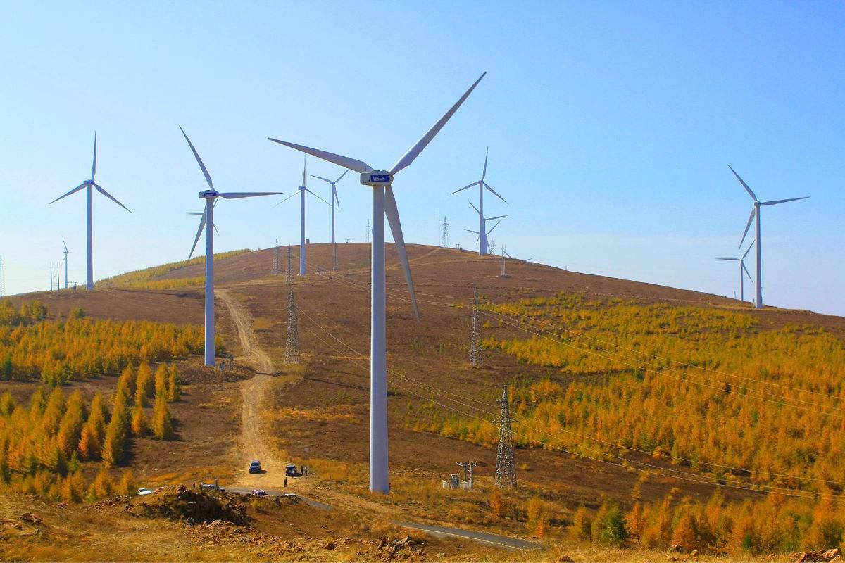 云南风力发电机转那么慢,它是怎么发电的?