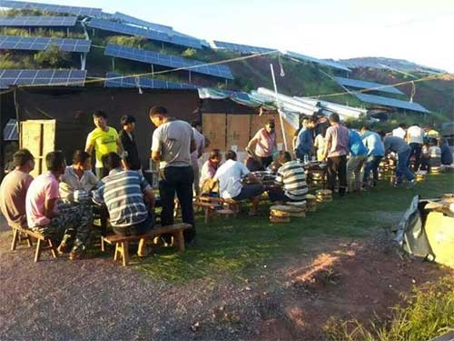 朔铭电力项目完成公司团建活动,大家玩了一整天开始享受美食