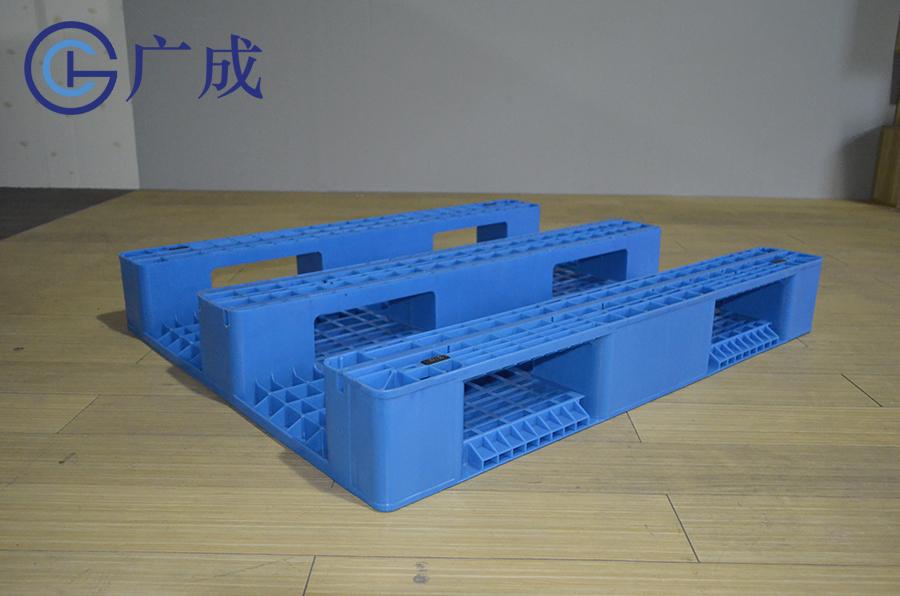 1210G网格川字塑料托盘反面特写