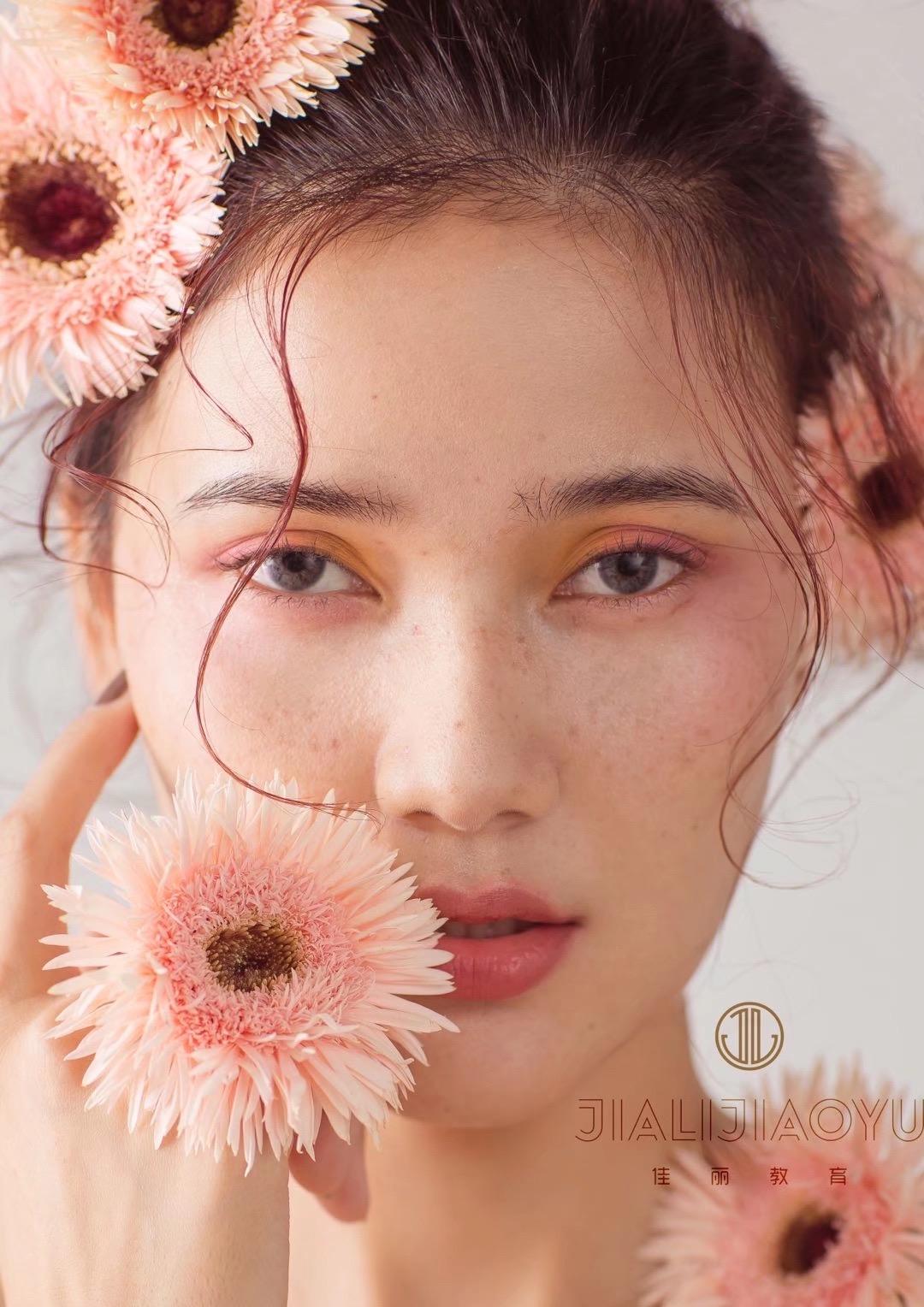 2021年_中国化妆行业发展现状及前景!