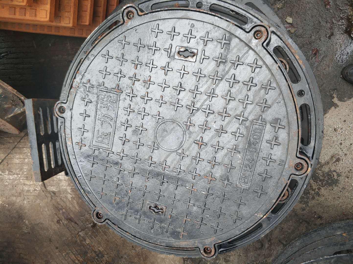 700*900球墨铸铁压力井盖