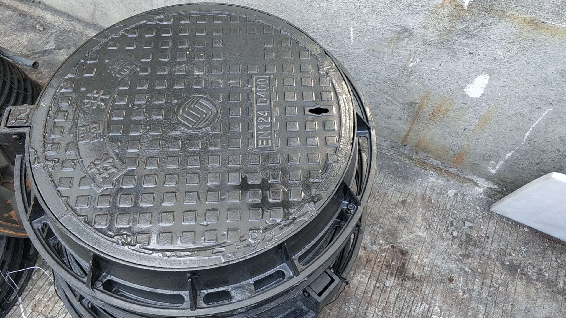 750X930圆形球墨铸铁井盖