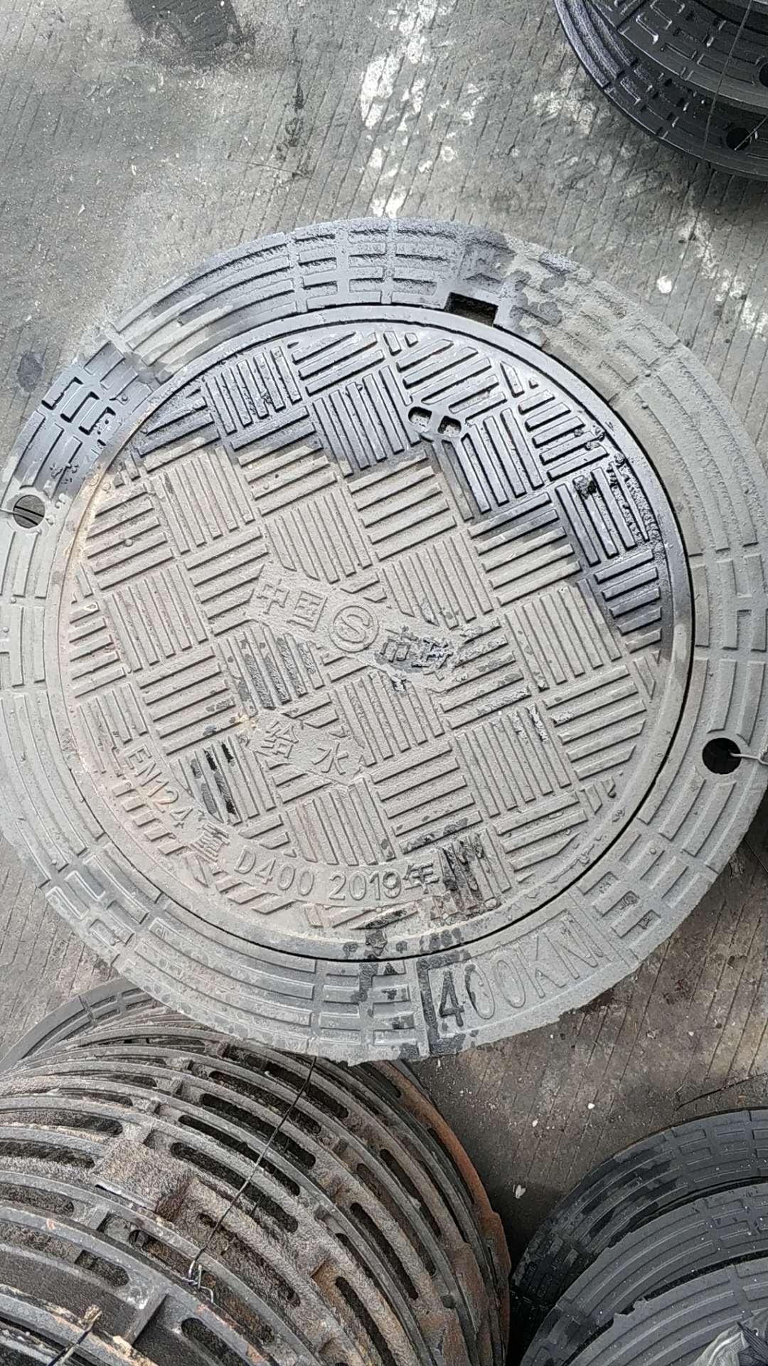 700X900可调式球墨铸铁井盖