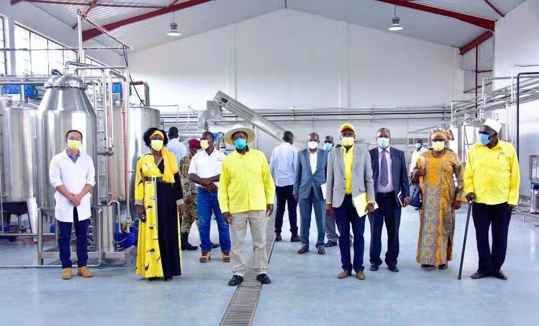 乌干达总统穆塞韦尼参观工厂