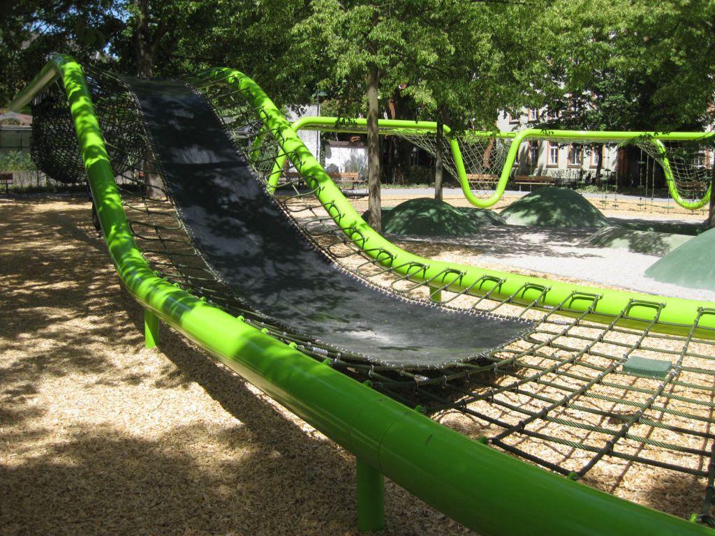 wiesbaden-sculpturalplayground-playequipment-custom-corocord-loops-slide1.jpg